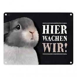 trendaffe - Metallschild mit Hase Motiv und Spruch: Hier wachen wir! - 1
